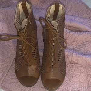 Mix no 6 lace up heels size 8.5